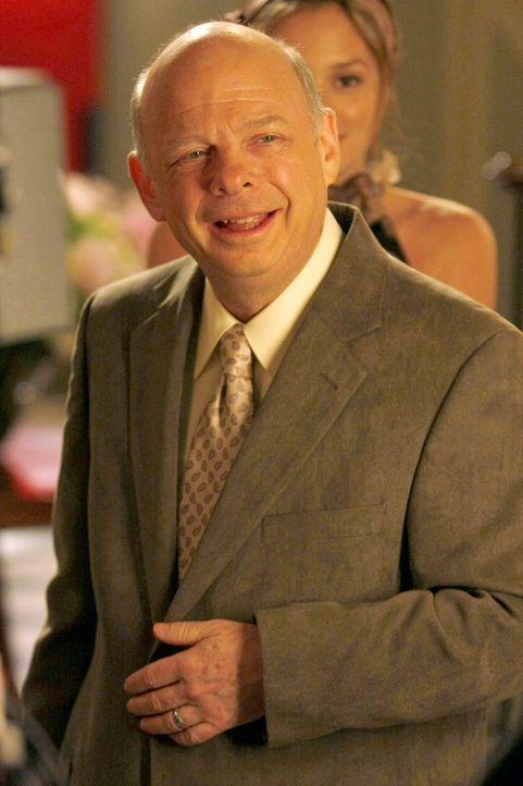 Plant ein Abendessen anlässlich des jüdischen Passahfests: Cyrus (Wallace Shawn) ... - Bildquelle: Warner Bros. Television