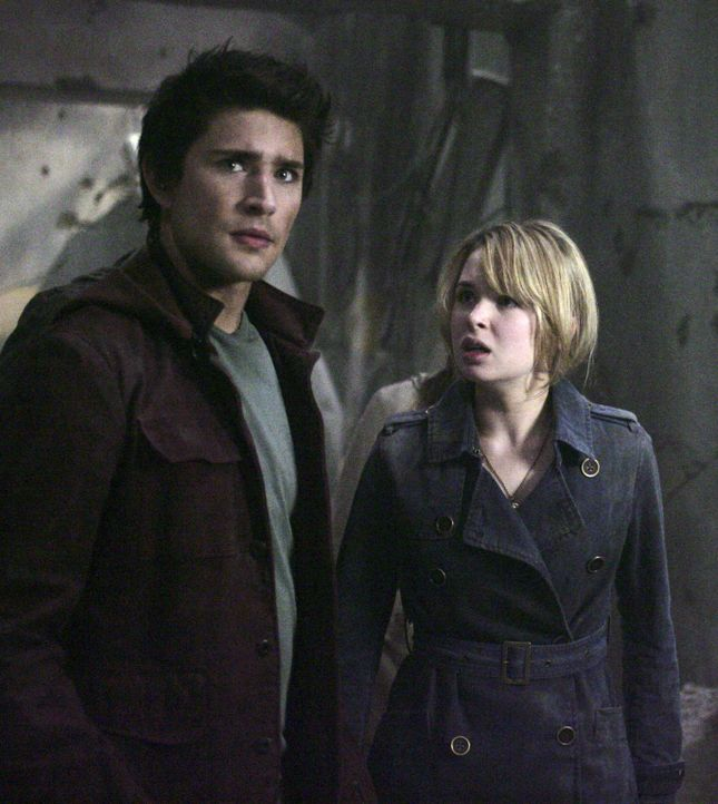Die Angst sitzt tief als Kyle (Matt Dallas, l.) und Amanda (Kirsten Prout, r.) erkennen, in welcher Gefahr sie sich befinden ... - Bildquelle: TOUCHSTONE TELEVISION