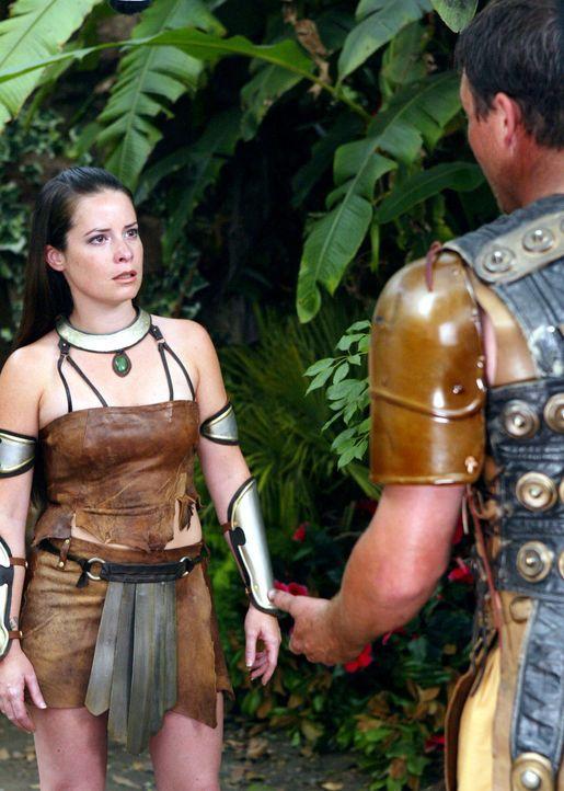 Da Leo (Brian Krause, r.) sich von Piper (Holly Marie Combs, r.) getrennt hat, fällt sein Verschwinden zunächst nicht auf. Erst als Paige und Phoebe... - Bildquelle: Paramount Pictures.