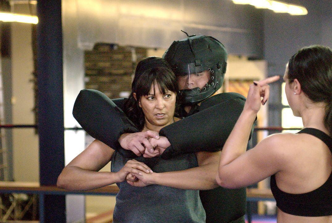 Gute Freunde reichen nicht in allen Situationen und so will sich Kit (Pam Grier) gegen weitere Einbrecher selbst wehren können... - Bildquelle: Metro-Goldwyn-Mayer Studios Inc. All Rights Reserved.