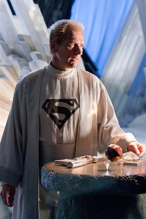 Da Zod glaubt, Jor-El (Julian Sands) sei der Schatten, ist Clarks Vater in ernsthafter Gefahr ... - Bildquelle: Warner Bros.