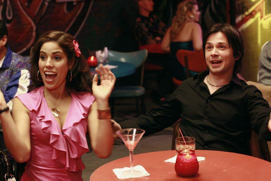 Wider Erwarten freunden sich Hilda (Ana Ortiz, l.) und Gio (Freddy Rodriguez, r.) an ... - Bildquelle: Buena Vista International Television