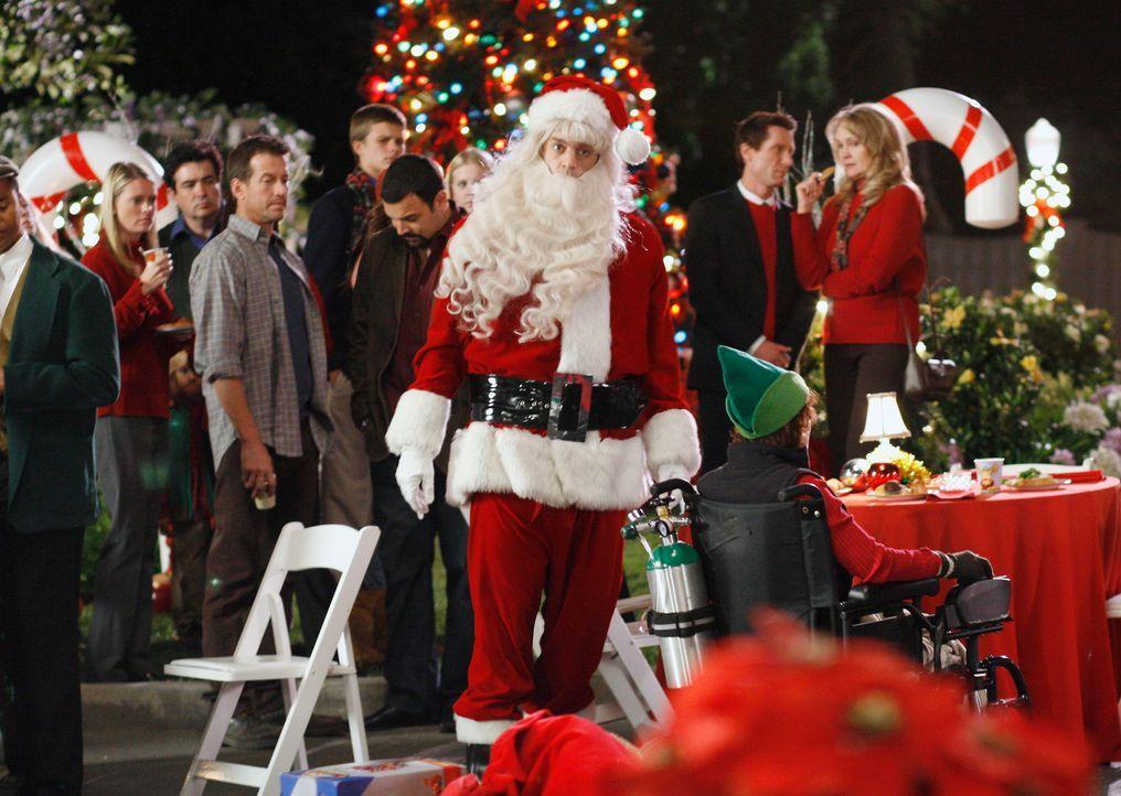 Für Art (Matt Roth, M.) ist die Weihnachtsfeier der Wisteria Lane eine Zumutung .... - Bildquelle: 2005 Touchstone Television  All Rights Reserved