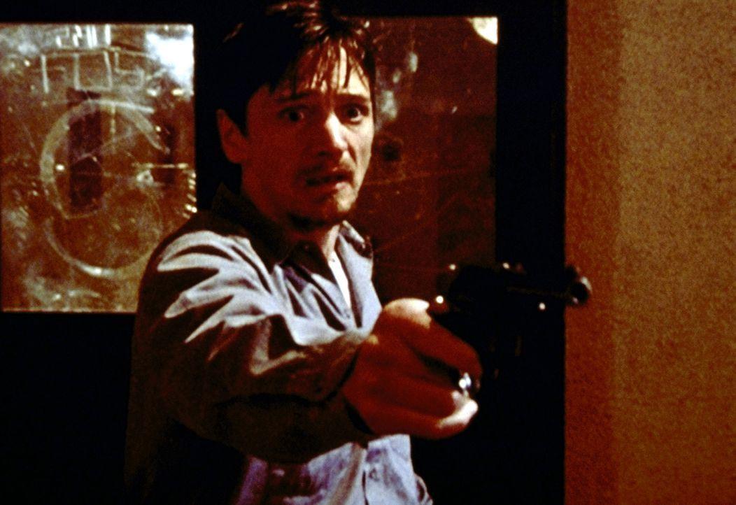 George (John Hawkes), der Hausmeister der Sunnydale Highschool, ist vom Geist eines toten Schülers besessen. - Bildquelle: TM +   2000 Twentieth Century Fox Film Corporation. All Rights Reserved.