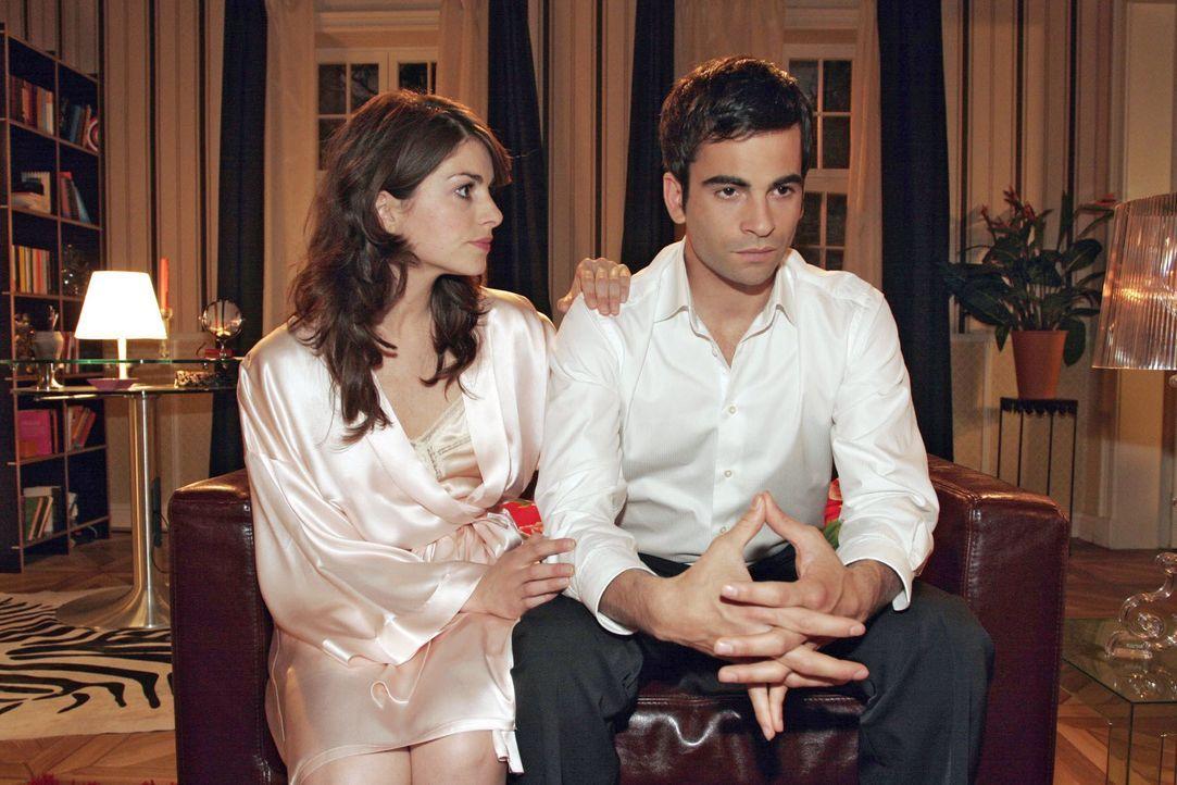 Mariella (Bianca Hein, l.) besänftigt David (Mathis Künzler, r.), der sich mit Hugo zerstritten hat. - Bildquelle: Noreen Flynn SAT.1 / Noreen Flynn