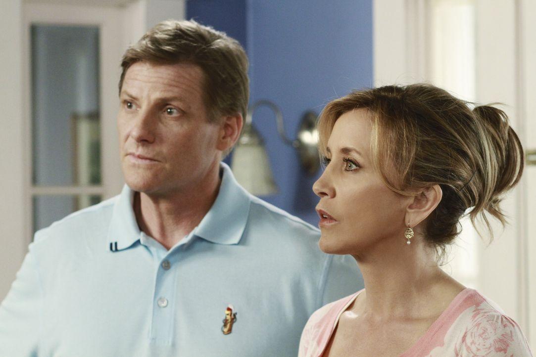 Während Paul Susans Transplantation im Weg steht, geraten Lynette (Felicity Huffman, r.) und Tom (Doug Savant, l.) aneinander, da Tom ein gutes Joba... - Bildquelle: ABC Studios