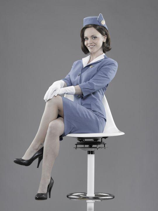 (1.Staffel) - Im Gegensatz zu der strengen Etikette als Stewardess, wird Maggie Ryan (Christina Ricci) nach der Arbeit zur wilden Rebellin ... - Bildquelle: 2011 Sony Pictures Television Inc.  All Rights Reserved.