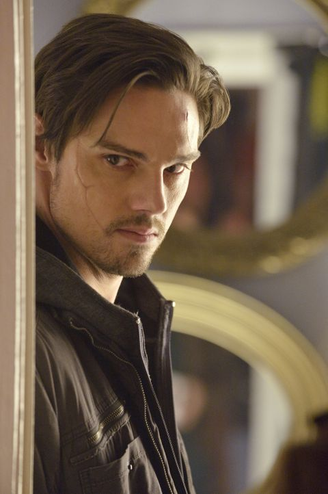 Heimlich will Vincent (Jay Ryan) Catherine im Krankenhaus besuchen, doch er bleibt nicht unerkannt ... - Bildquelle: 2012 The CW Network. All Rights Reserved.