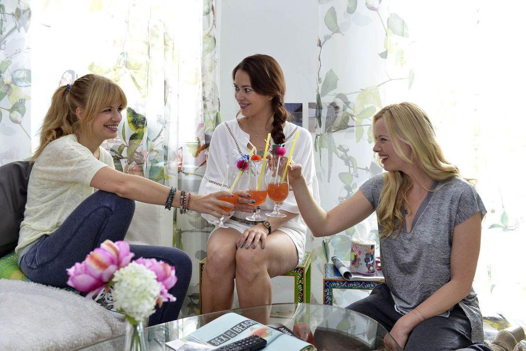 Trotz Anlaufschwierigkeiten müssen sich Mila (Susan Sideropoulos, l.) und Sally (Laura Osswald, M.) eingestehen, dass Nicks Auserwählte Ingrid (Soph... - Bildquelle: Oliver Ziebe sixx