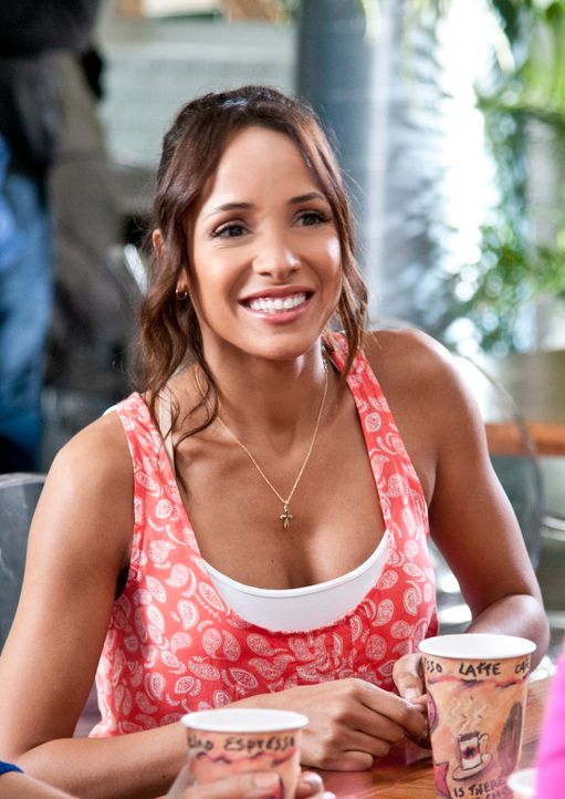 Während Valentina Genevieve ihr Herz ausschüttet, sitzt Rosie (Dania Ramirez) zwischen den Stühlen, als sie herausfindet, dass Peri ihren Mann Spenc... - Bildquelle: ABC Studios