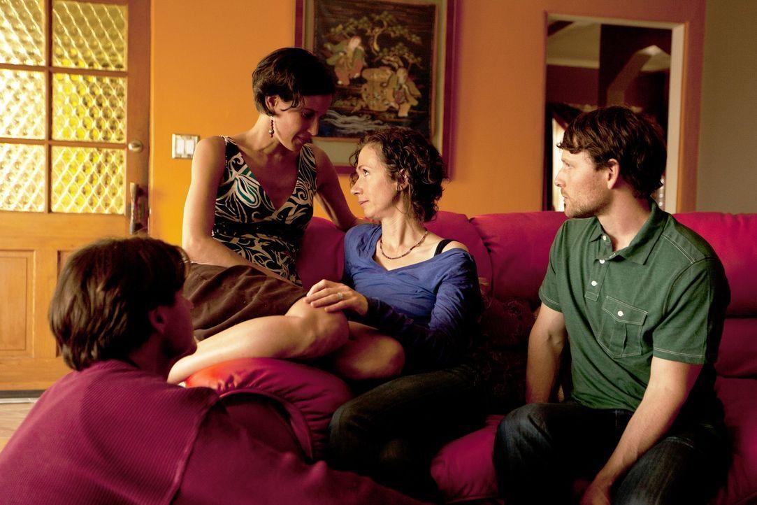 Planen eine große Haus- und Willkommensparty: Michael (l.), Kamala (2.v.l.), Jen (2.v.r.) und Tahl (r.) ... - Bildquelle: Lucas North Showtime Networks Inc. All rights reserved.