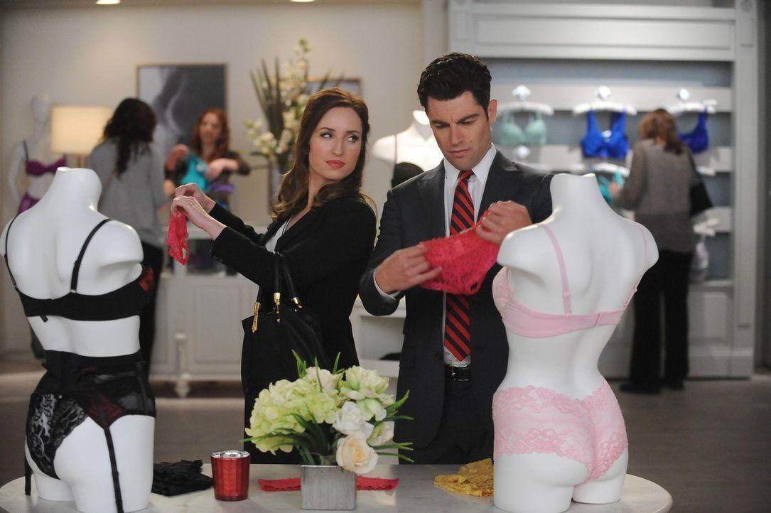 Eine Politikerin mit ihrem Liebhaber beim Dessous shoppen? Sorgen Fawn (Zoe Lister Jones, l.) und Schmidt (Max Greenfield, r.) da gerade für einen h... - Bildquelle: 2014 Twentieth Century Fox Film Corporation. All rights reserved.