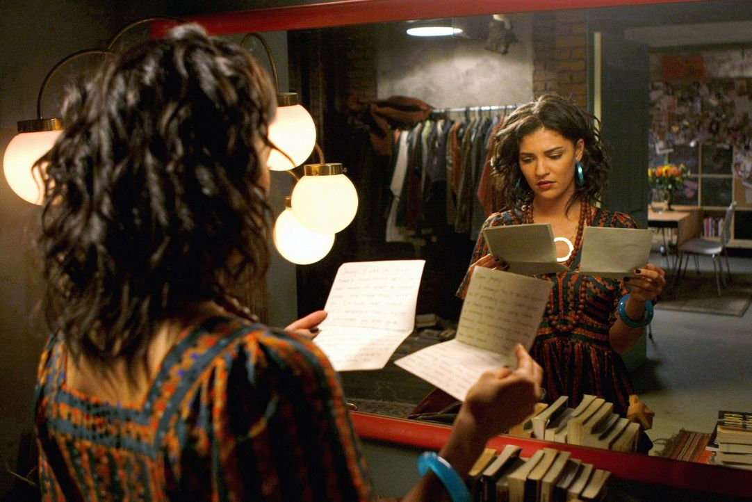 Nachdem Vanessa (Jessica Szohr) den Brief von Nate an Jenny gefunden hat, liest sie ihn heimlich... - Bildquelle: Warner Brothers