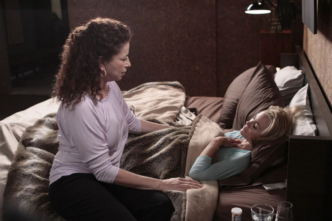 Kimber (Kelly Carlson, r.) ist schwanger, Christian will aber nicht noch ein Kind und überzeugt sie deshalb davon, das Kind abtreiben zu lassen, wa... - Bildquelle: Warner Bros. Entertainment Inc. All Rights Reserved.