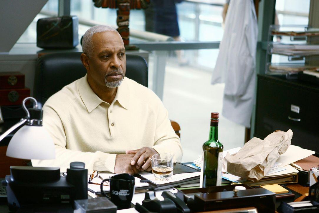 Die Schlinge um seinen Hals zieht sich immer weiter zu: Webber (James Pickens, Jr.) ... - Bildquelle: Touchstone Television