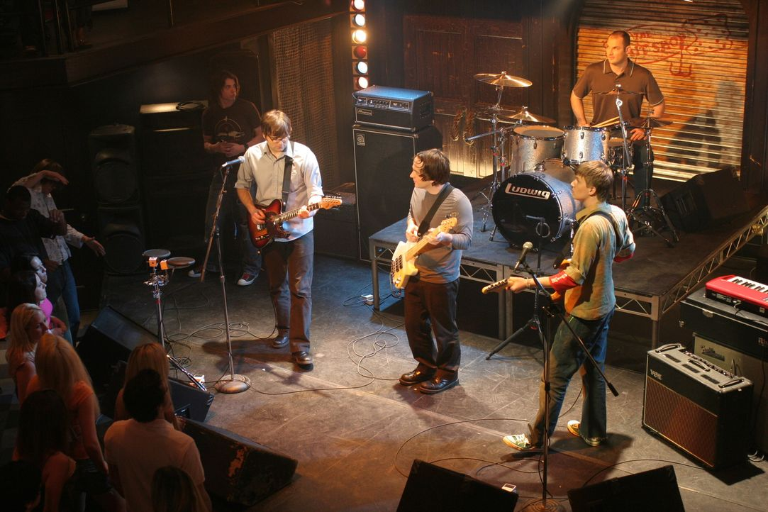 Benn Gibbard (singer/guitar), Nicholas Harmer (bass guitar), Chris Walla (electric guitar) and Jason McGerr (drums) - Bildquelle: Warner Bros. Television