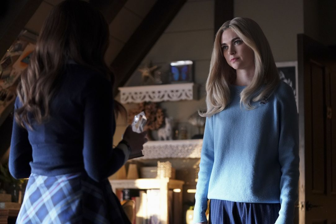 Hope Mikaelson (Danielle Rose Russell, l.); Lizzie Saltzman (Jenny Boyd, r.) - Bildquelle: Quantrell Colbert 2019 The CW Network, LLC. All rights reserved. / Quantrell Colbert