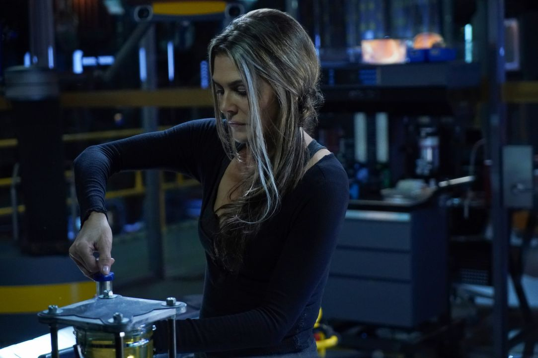 Dr. Abigail Griffin (Paige Turco) - Bildquelle: Shane Harvey 2019 The CW Network, LLC. All rights reserved / Shane Harvey