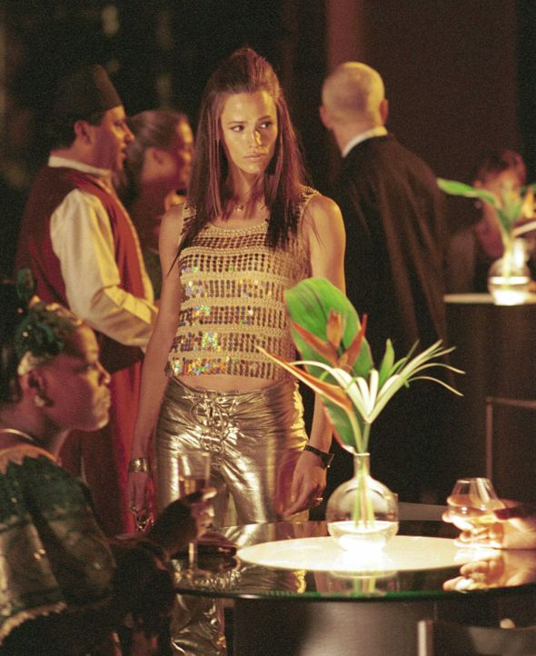 Ihr nächster Auftrag führt Sydney (Jennifer Garner, M.) nach Marokko, um dort einem geplanten Terrorangriff auf die Vereinigte Handelsorganisation... - Bildquelle: Touchstone Television