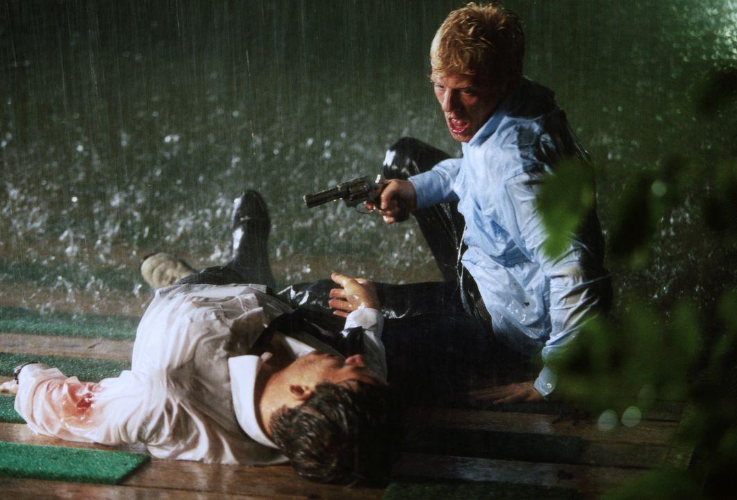 Semesterziel: Mord! Lukas (Andreas Guenther, r.) und Alexander (Torben Liebrecht, l.) ... - Bildquelle: ProSieben