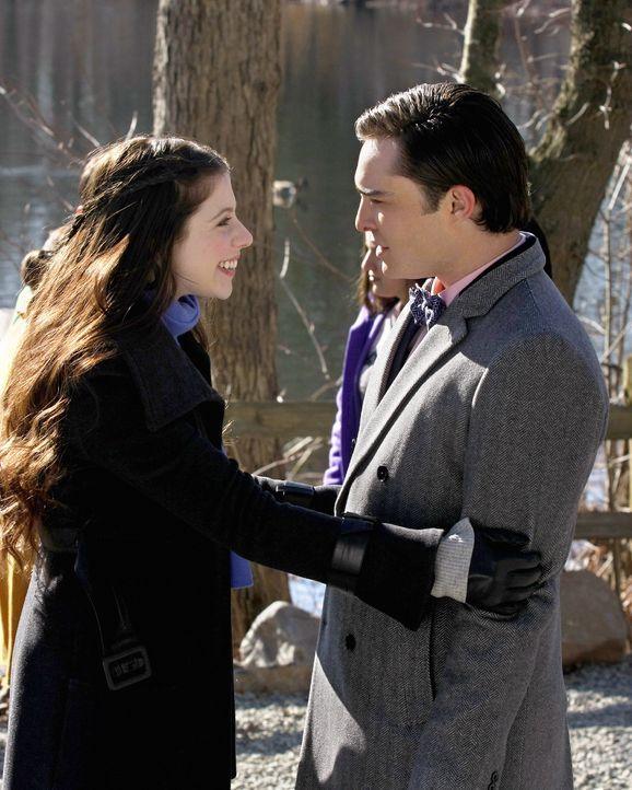 Chuck (Ed Westwick, l.) trifft sich mit Georgina (Michelle Trachtenberg, r.), um an Infos über Gabriel zu kommen. Und tatsächlich - Georgina hat ein... - Bildquelle: Warner Brothers