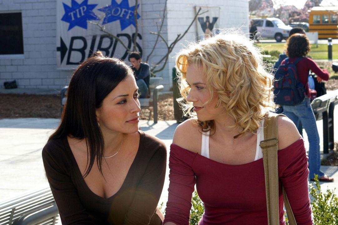 Brooke (Sophia Bush, l.) will Lucas einen Denkzettel verpassen, da er sie mit Peyton (Hilarie Burton, r.) betrogen hat ... - Bildquelle: Warner Bros. Pictures
