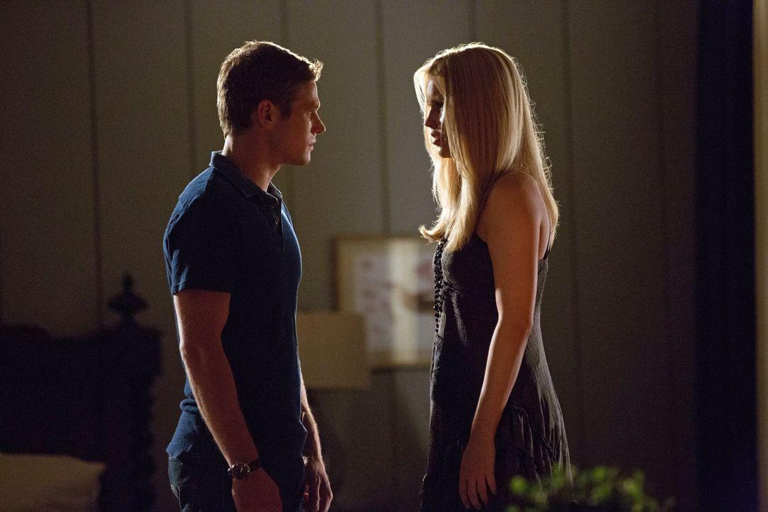 Die Person, die Rebekah (Claire Holt, r.) am meisten bedeutet, möchte nichts mehr mit ihr zu tun haben. Noch schlimmer, Matt (Zach Roerig, l.) schei... - Bildquelle: Warner Brothers