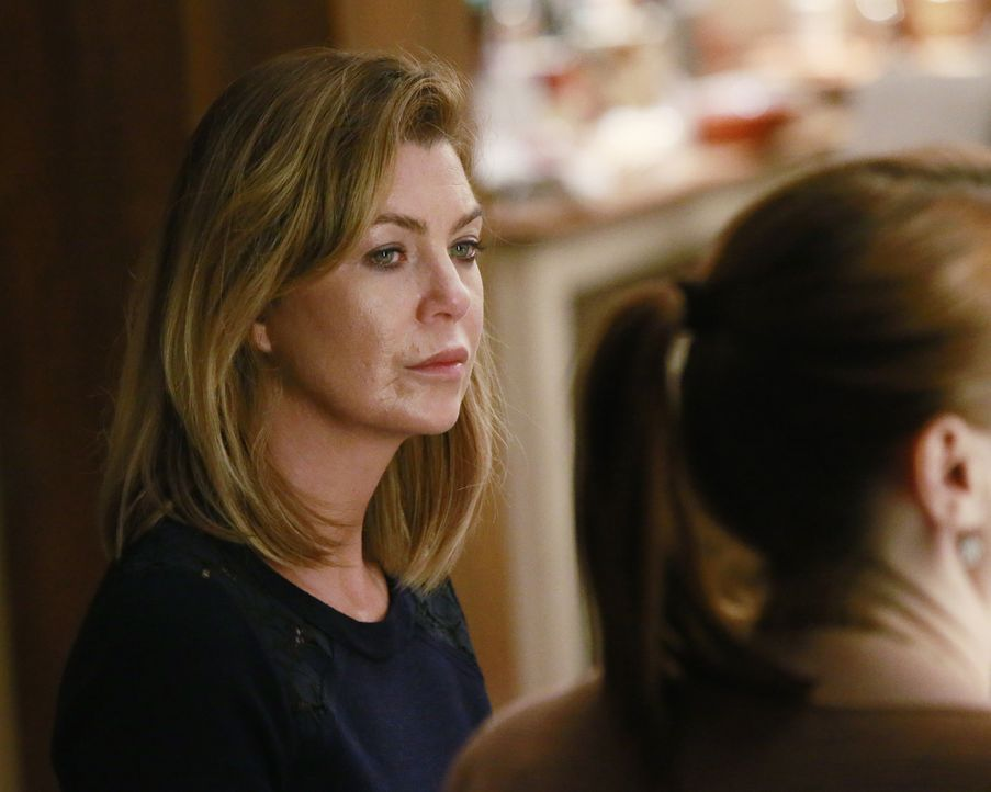Meredith (Ellen Pompeo, l.) ist fassungslos, als sie sieht, wer Callies neue Freundin ist. Um die Dinnerparty nicht im Streit enden zu lassen, versu... - Bildquelle: Mitchell Haaseth ABC Studios