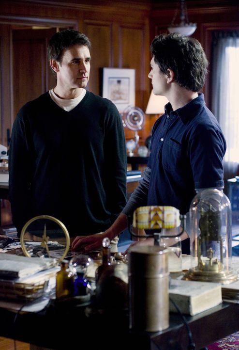 Sind sich sehr ähnlich: Adam Baylin (J. Eddie Peck, l.) und Kyle (Matt Dallas, r.) ... - Bildquelle: TOUCHSTONE TELEVISION
