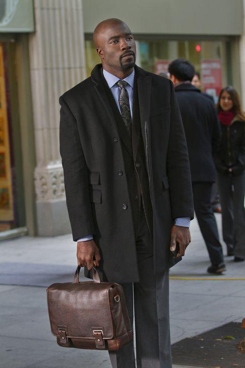 Nachdem Olivia ihn an ihrem Computer erwischt hat, wird Malcolm (Mike Colter) von ihr gefeuert ... - Bildquelle: 2011 THE CW NETWORK, LLC. ALL RIGHTS RESERVED