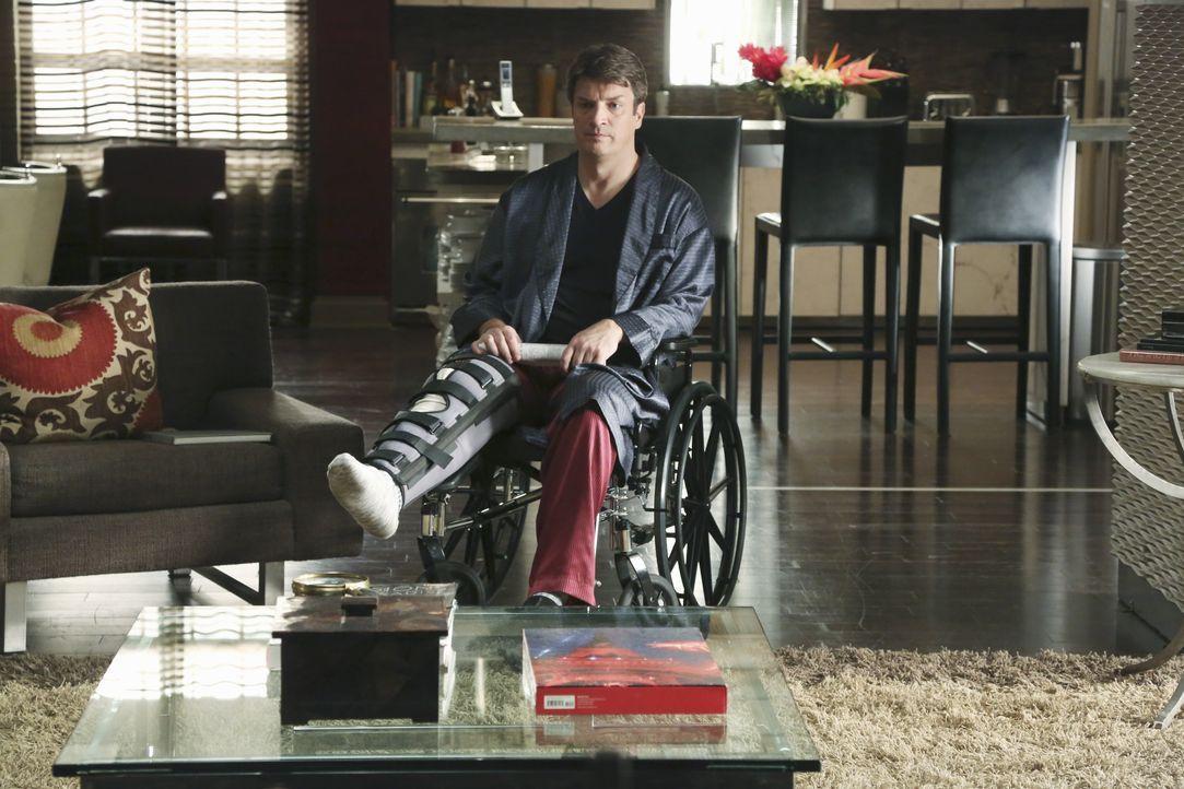 Allein und gehandicapt sitzt Castle (Nathan Fillion) in seiner Wohnung und langweilt sich fast zu Tode ... - Bildquelle: ABC Studios