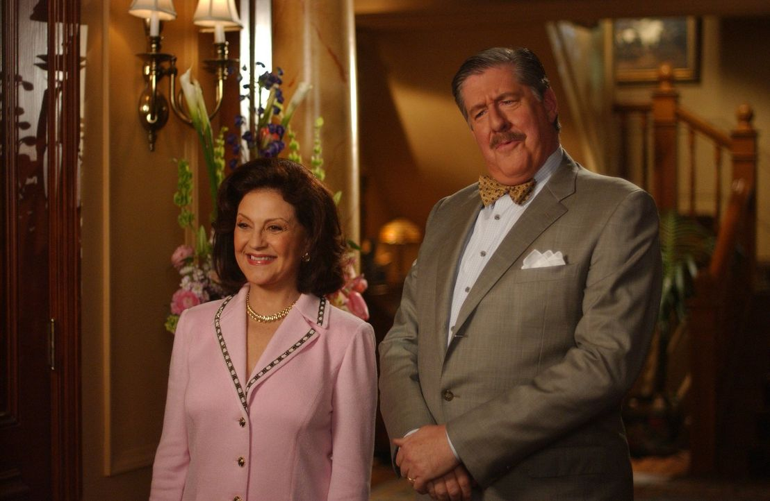 Sind ganz entzückt von dem Freund ihrer Enkelin Rory, der sogar ein echter Huntzberger ist: Emily (Kelly Bishop, l.) und Richard (Edward Herrmann, r... - Bildquelle: 2004 Warner Bros.