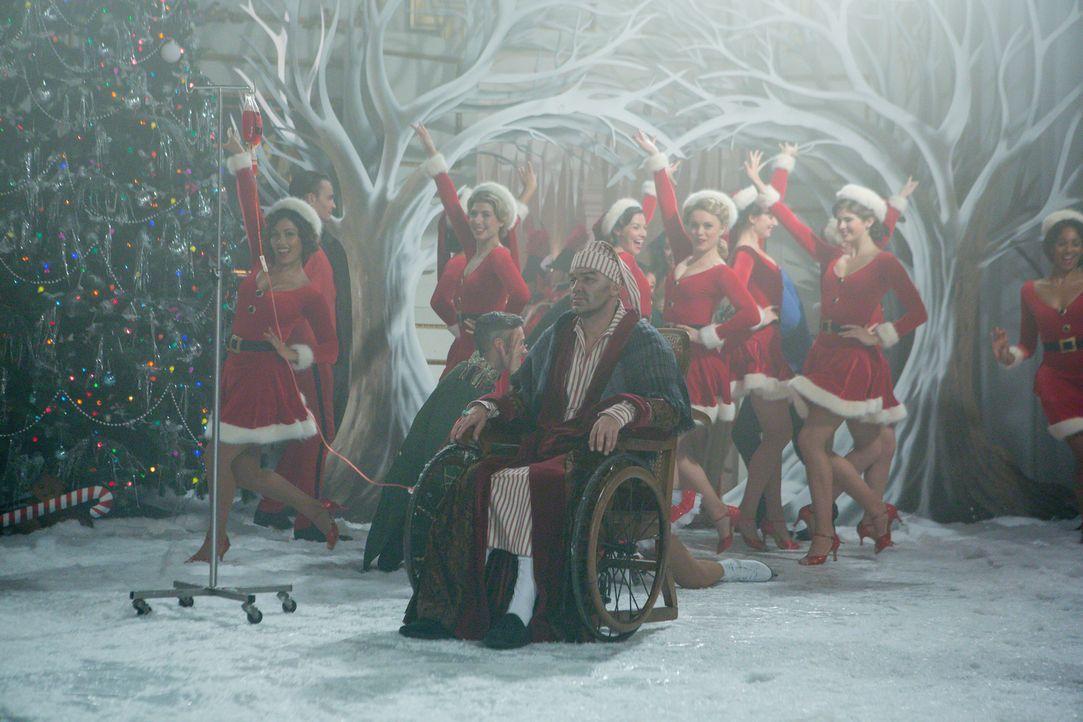 Weihnachten steht vor der Tür - doch werden die Intrigen deswegen Pause machen? Cyrus (Jake Maskall, vorne) ... - Bildquelle: Matt Frost 2016 E! Entertainment Television, LLC