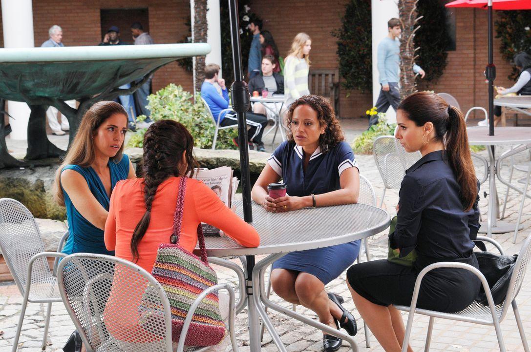 Die Suche nach der Wahrheit geht weiter: Carmen (Roselyn Sanchez, r.), Marisol (Ana Ortiz, l.), Rosie (Dania Ramirez, 2.v.l.) und Zoila (Judy Reyes,... - Bildquelle: ABC Studios