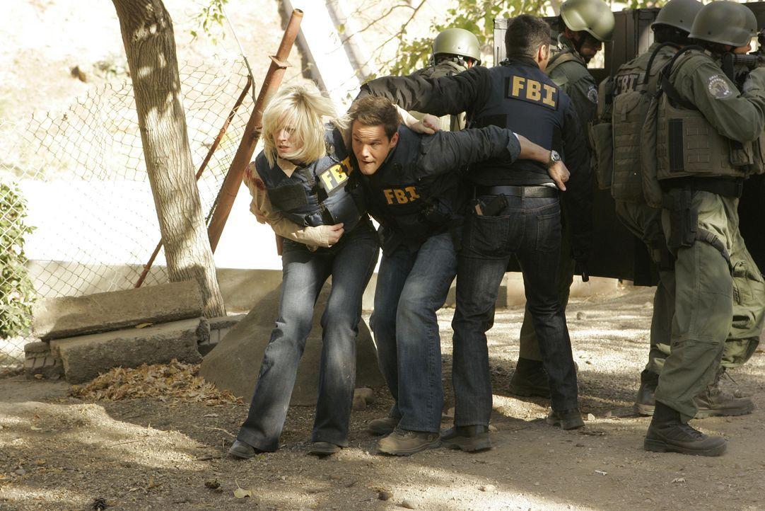 Werden Don (Rob Morrow, vorne r.), Rachel (Teri Polo, vorne l.) und Colby (Dylan Bruno, vorne M.) es noch rechtzeitig schaffen, um Abner Stone zu st... - Bildquelle: Paramount Network Television