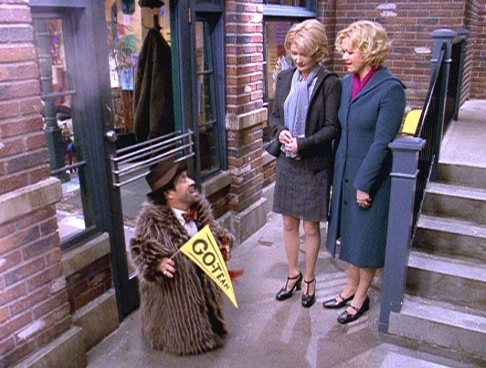 Roland (Phil Fondacaro, l.), Zelda (Beth Broderick, M.) und Hilda (Caroline Rhea, r.) wollen Josh besuchen, der Sabrina helfen soll ... - Bildquelle: Paramount Pictures