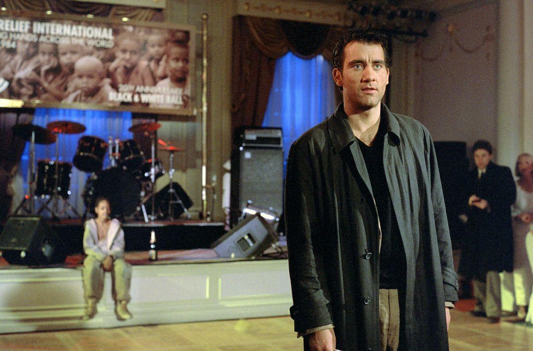 Motiviert durch den provokanten Auftritt des Arztes Nick Callahan (Clive Owen) bei der Wohltätigkeitsveranstaltung einer Entwicklungshilfeorganisat... - Bildquelle: Paramount Pictures