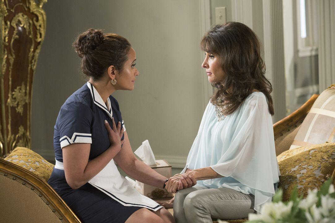 Kommt Zoila (Judy Reyes, l.) als Spenderin für Genevieve (Susan Lucci, r.) in Frage? - Bildquelle: 2014 ABC Studios