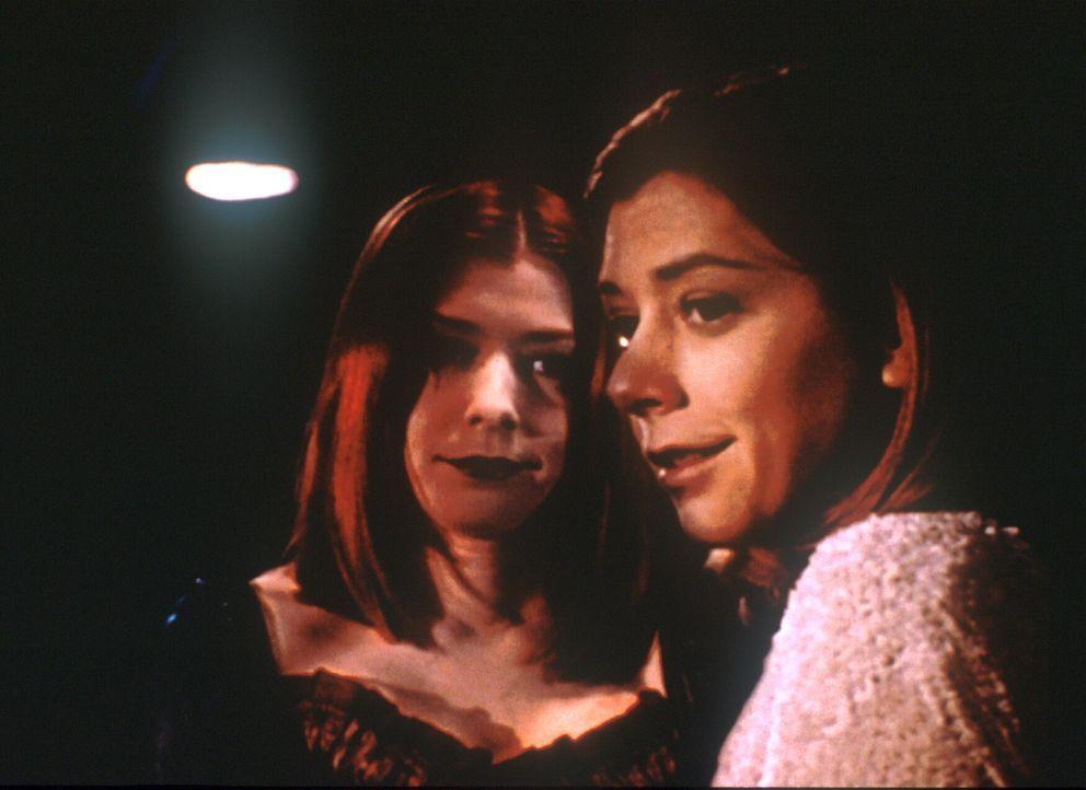 Willow (Alyson Hannigan) hat eine Doppelgängerin, die als Vampir die Gegend unsicher macht. - Bildquelle: TM +   2000 Twentieth Century Fox Film Corporation. All Rights Reserved.