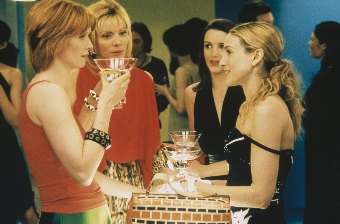 Miranda (Cynthia Nixon, l.), Charlotte (Kristin Davis, 2.v.r.) und Carrie (Sarah Jessica Parker, r.) sind sich einig, dass die Vorlieben Sams (Kim C... - Bildquelle: Paramount Pictures