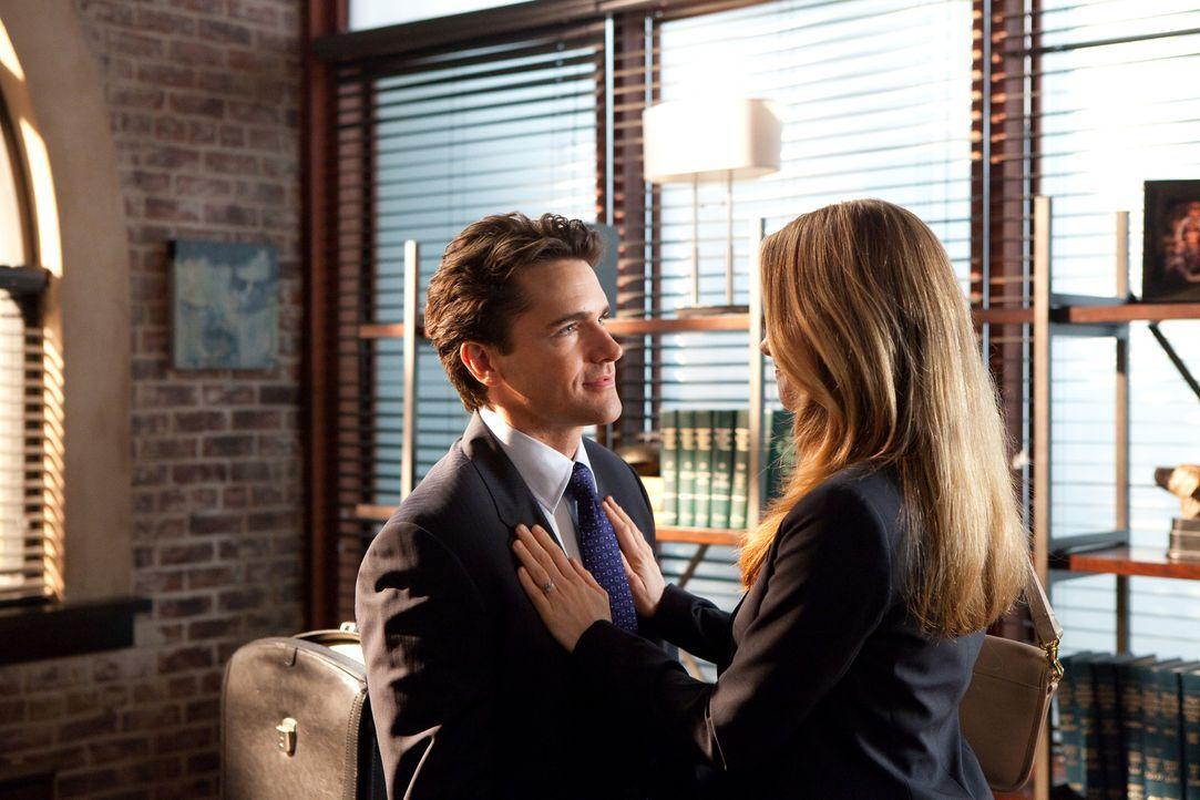 Die Hochzeit von Grayson (Jackson Hurst, l.) und Vanessa (Jamie Ray Newman, r.) steht kurz bevor ... - Bildquelle: 2011 Sony Pictures Television Inc. All Rights Reserved.