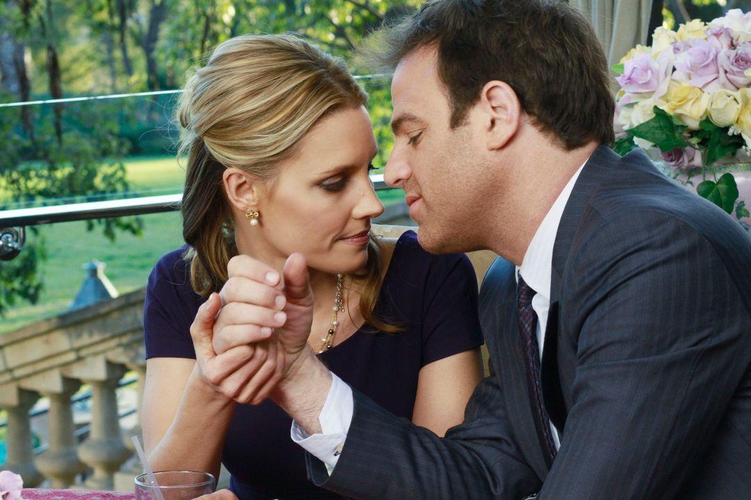 Sind glücklich miteinander: Charlotte (KaDee Strickland, l.) und Cooper (Paul Adelstein, r.) ... - Bildquelle: ABC Studios