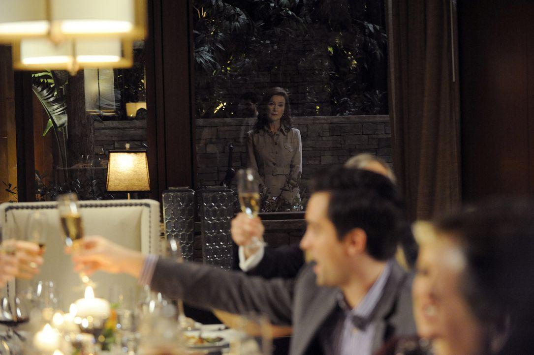 Taylor und Michael geben eine Dinnerparty, um ihren Freunden zu eröffnen, dass sie ein Baby erwarten. Doch dann taucht Olivia (Valerie Mahaffey) auf... - Bildquelle: ABC Studios