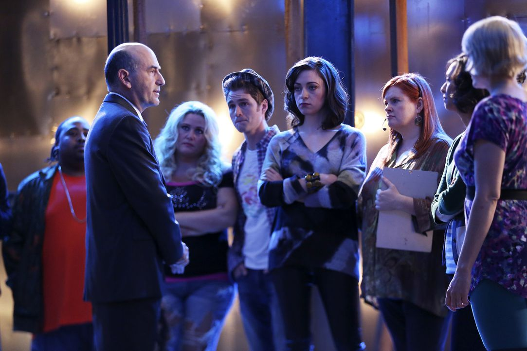 Während Castle und Kate in den Studiohallen ermitteln, muss Genge Vogel (James Eckhouse, l.) immer noch dafür sorgen, dass am Abend ausgestrahlt wer... - Bildquelle: John Fleenor ABC Studios