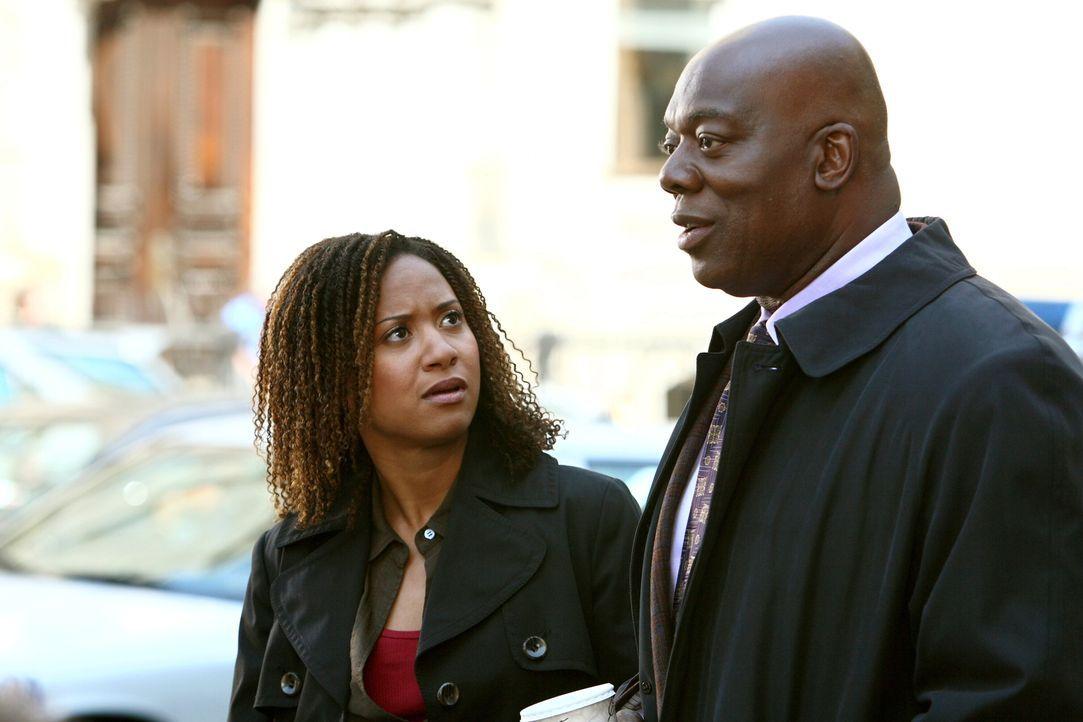 Kat (Tracie Thoms, l.) und Will (Thom Barry, r.) finden während der Ermittlungen heraus, dass es viele Täter gibt, die auch alle Opfer sind ... - Bildquelle: Warner Bros. Television