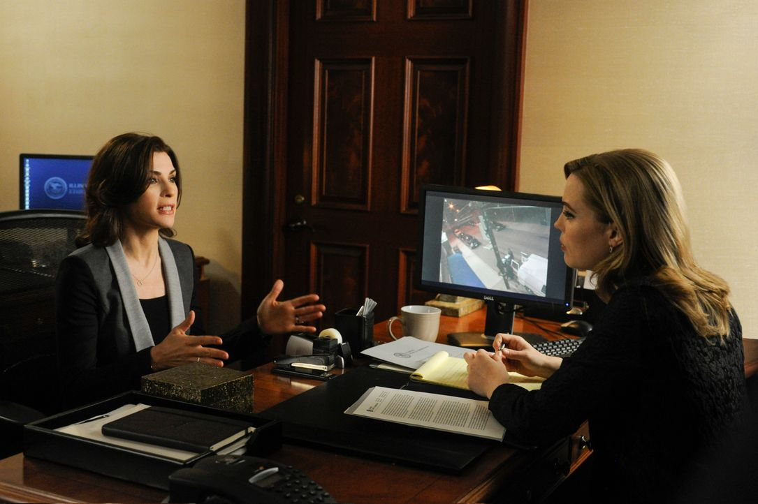Alicia (Julianna Margulies, l.) muss sich bei ihrem neusten Fall mit Will herumärgern, während Marilyn (Melissa George, r.) versucht, einen Wahlbetr... - Bildquelle: Jeffrey Neira 2013 CBS Broadcasting Inc. All Rights Reserved.
