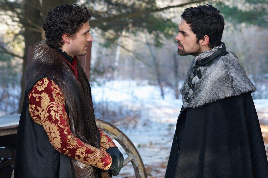 Mit einem Ultimatum will Antoine (Ben Aldridge, l.) die Beziehung zwischen Condé (Sean Teale, r.) und Mary unterbinden ... - Bildquelle: Sven Frenzel 2014 The CW Network, LLC. All rights reserved.