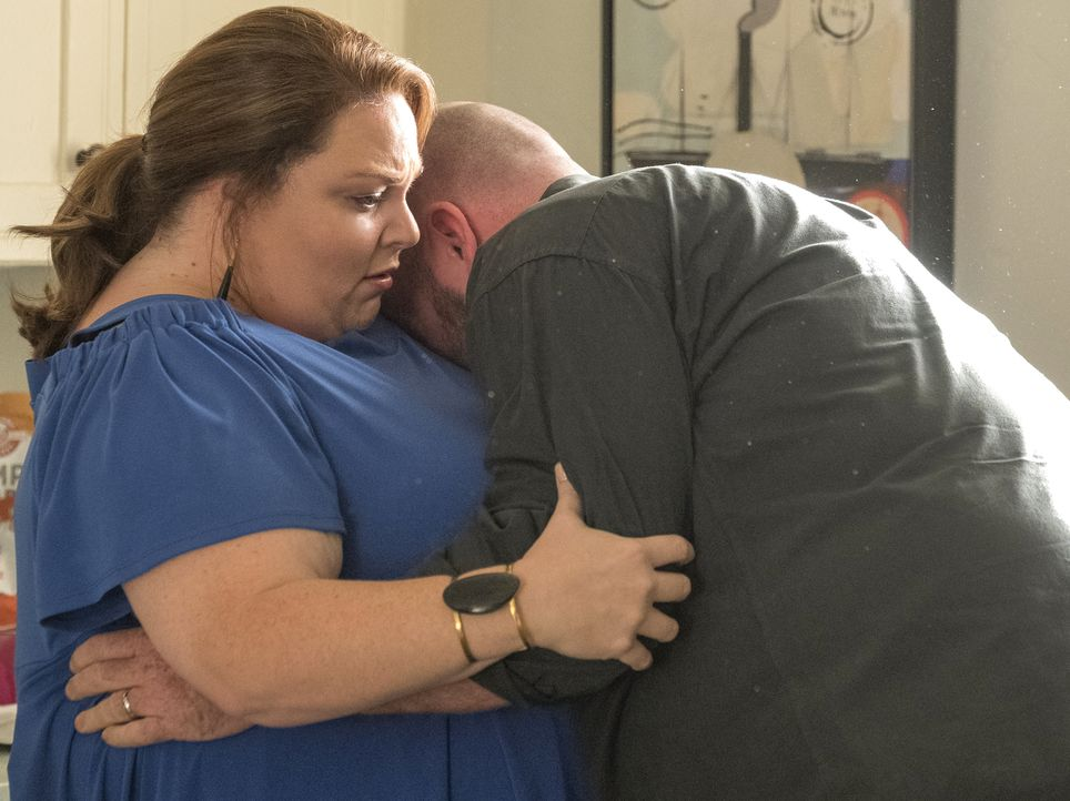 Kate Pearson (Chrissy Metz, l.);  Toby Damon (Chris Sullivan, r.) - Bildquelle: Ron Batzdorff 2018-2019 NBCUniversal Media, LLC.  All rights reserved./Ron Batzdorff