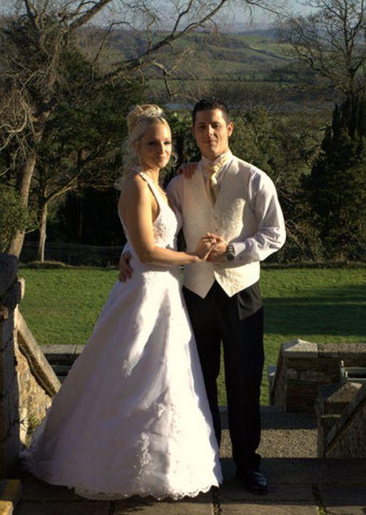 Laura (l.) und ihr Mann (r.) planen eine weihnachtlich-mittelalterliche Hochzeitsfeier ... - Bildquelle: ITV Studios Limited 2010