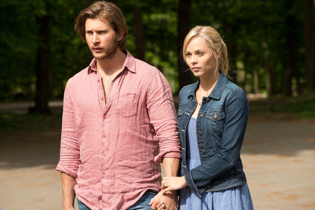 Elena (Laura Vandervoort, r.) vertraute Clay (Greyston Holt, l.) bedingungslos, doch dieser nutzte ihr Vertrauen schamlos aus ... - Bildquelle: 2014 She-Wolf Season 1 Productions Inc.